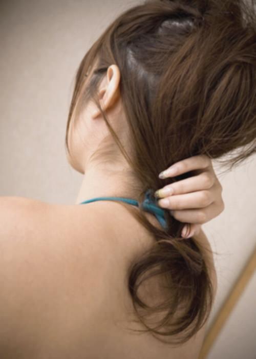 うなじにザーメンぶっかけて髪の毛に絡ませたくなるエロ画像 1225