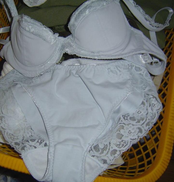嫁の下着を洗濯物から引っ張りだして勝手にうpしたエロ画像 123