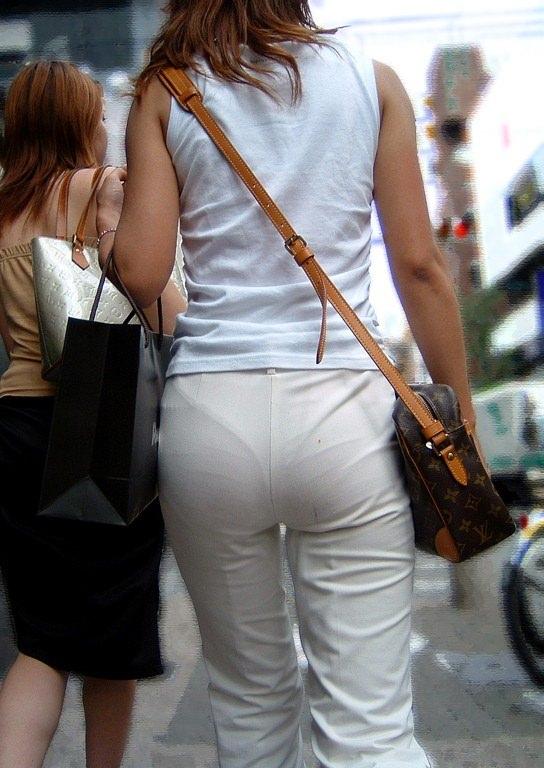 パンツやスカートが白いからパンティーモロ透け!素人の街撮りエロ画像 1262