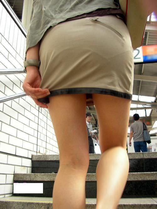 おパンティー透け透けのセクシーギャルを街撮りした透けパンチラエロ画像 132