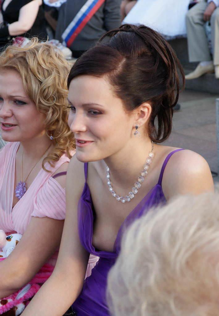 乳首が見えててる全く動じない海外素人美女の胸チラおっぱい街撮りエロ画像 1326