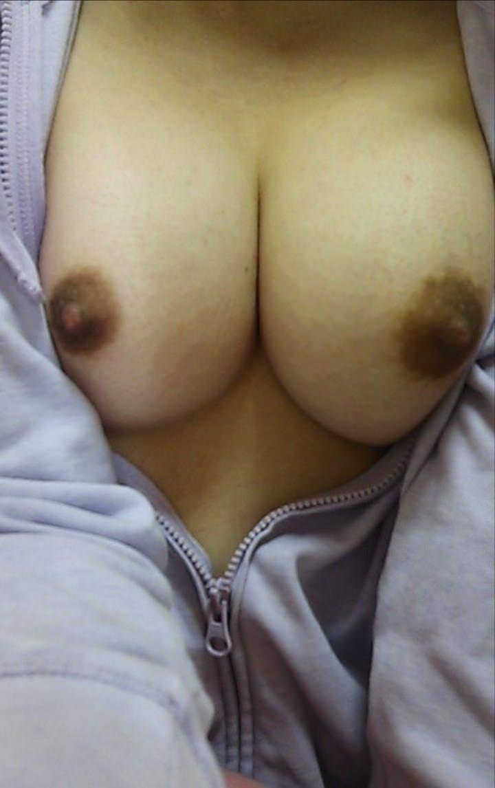 素人の黒ずんだ乳首がヤリマンぽくて良い色してるおっぱいエロ画像 14100