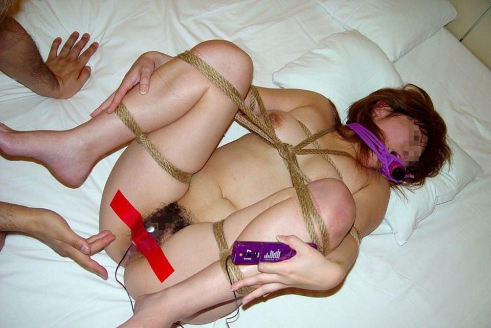 緊縛されて身動き取れない素人娘がエッチなイタズラされちゃうwwwwSMエロ画像 14114