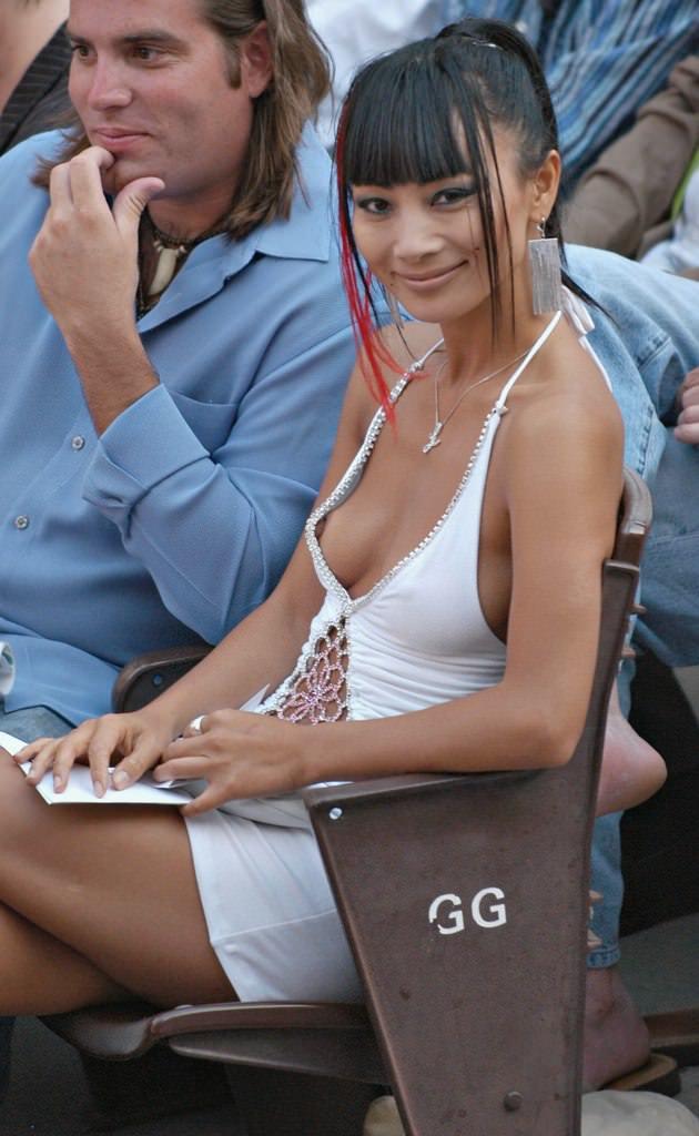 乳首が見えててる全く動じない海外素人美女の胸チラおっぱい街撮りエロ画像 1424
