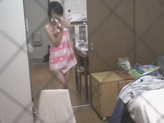 近所に住む女子大生の部屋やお風呂を隠し撮りしたエロ画像 145