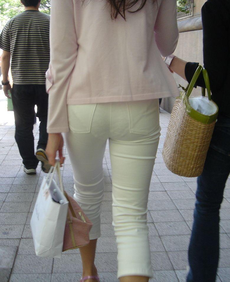 パンツやスカートが白いからパンティーモロ透け!素人の街撮りエロ画像 1459