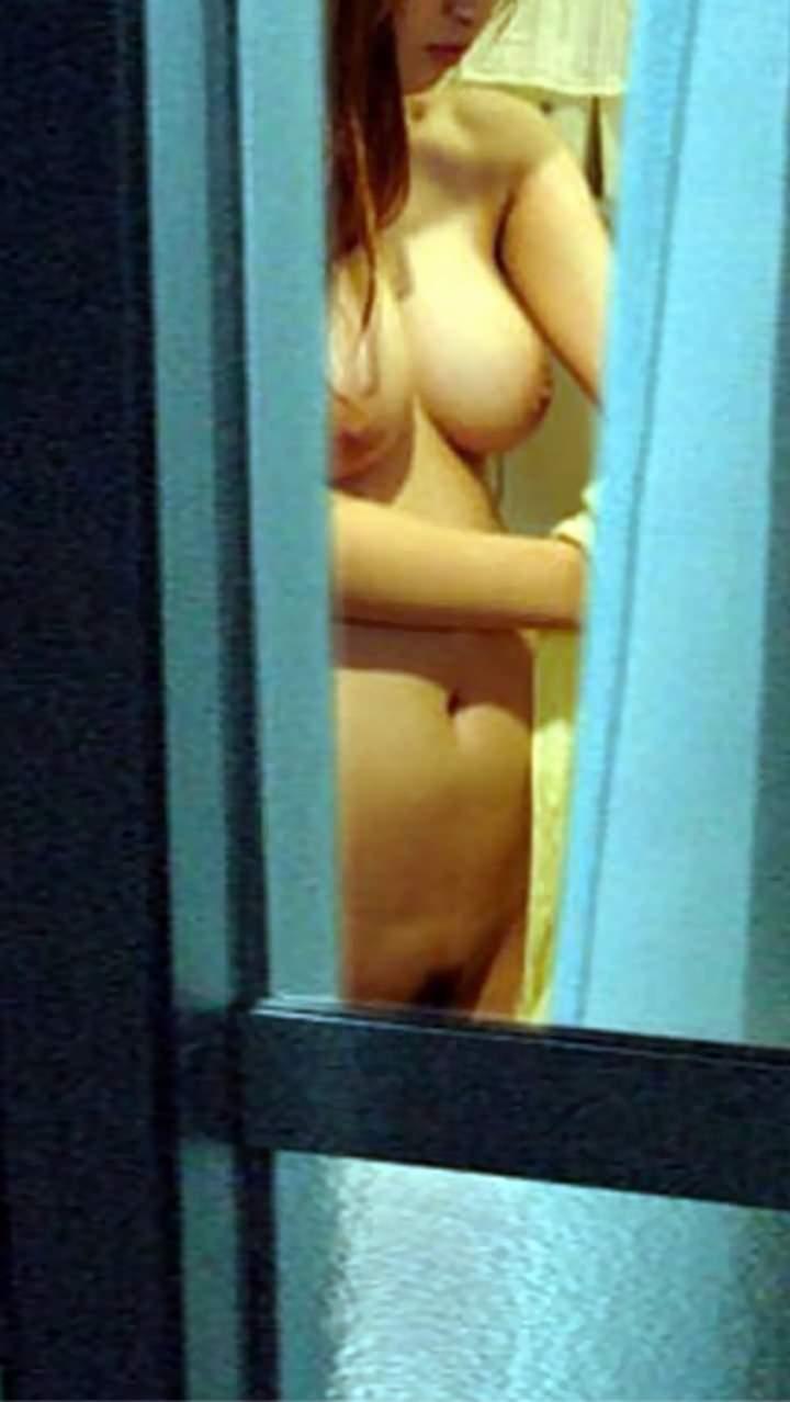 素人娘がカーテンの隙間から覗かれているガチな奴wwwこの隠し撮りはヤバすぎるwwwww 1835 1