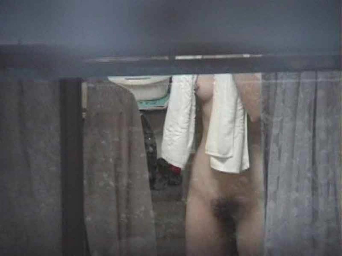素人娘がカーテンの隙間から覗かれているガチな奴wwwこの隠し撮りはヤバすぎるwwwww 1840 1