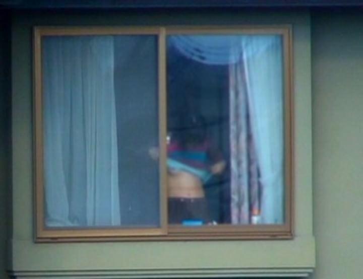 素人娘がカーテンの隙間から覗かれているガチな奴wwwこの隠し撮りはヤバすぎるwwwww 1841 1