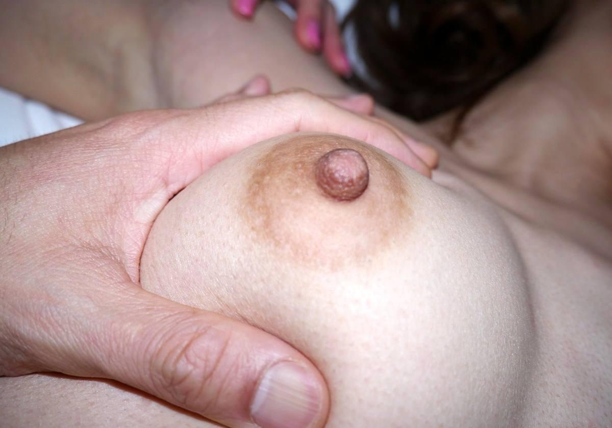 素人嫁とエッチ中に写メったよー人妻いびつな接写乳首wwwwエロ画像 1841