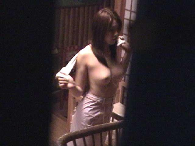 素人娘がカーテンの隙間から覗かれているガチな奴wwwこの隠し撮りはヤバすぎるwwwww 1849 1