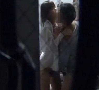 素人娘がカーテンの隙間から覗かれているガチな奴wwwこの隠し撮りはヤバすぎるwwwww 1850 1