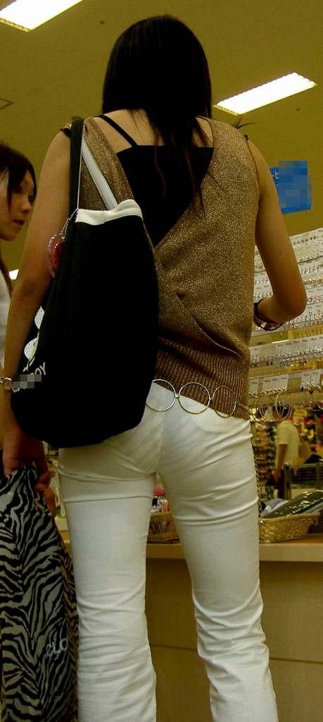 パンツやスカートが白いからパンティーモロ透け!素人の街撮りエロ画像 1947