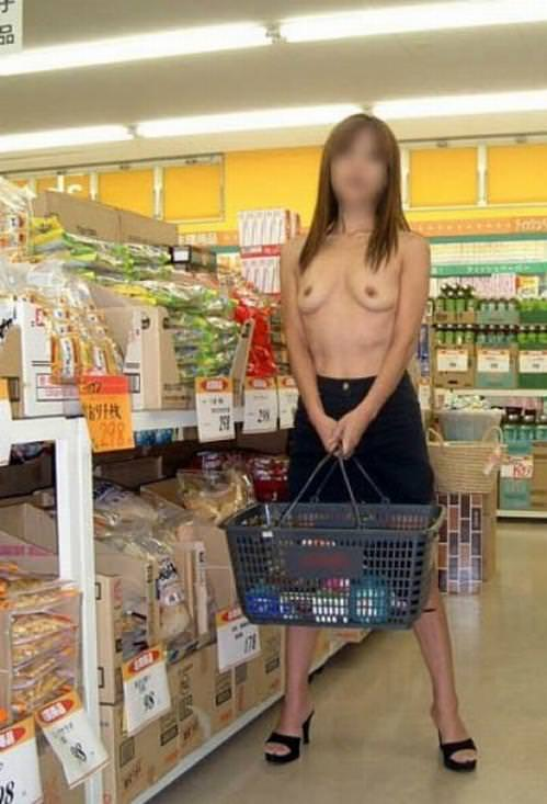 通報されるリスクを背負っても辞められないスーパーで露出する変態素人女のエロ画像 2127