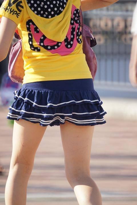 挟んで抜いてもらいたい街撮りした素人娘の生足エロ画像 2130