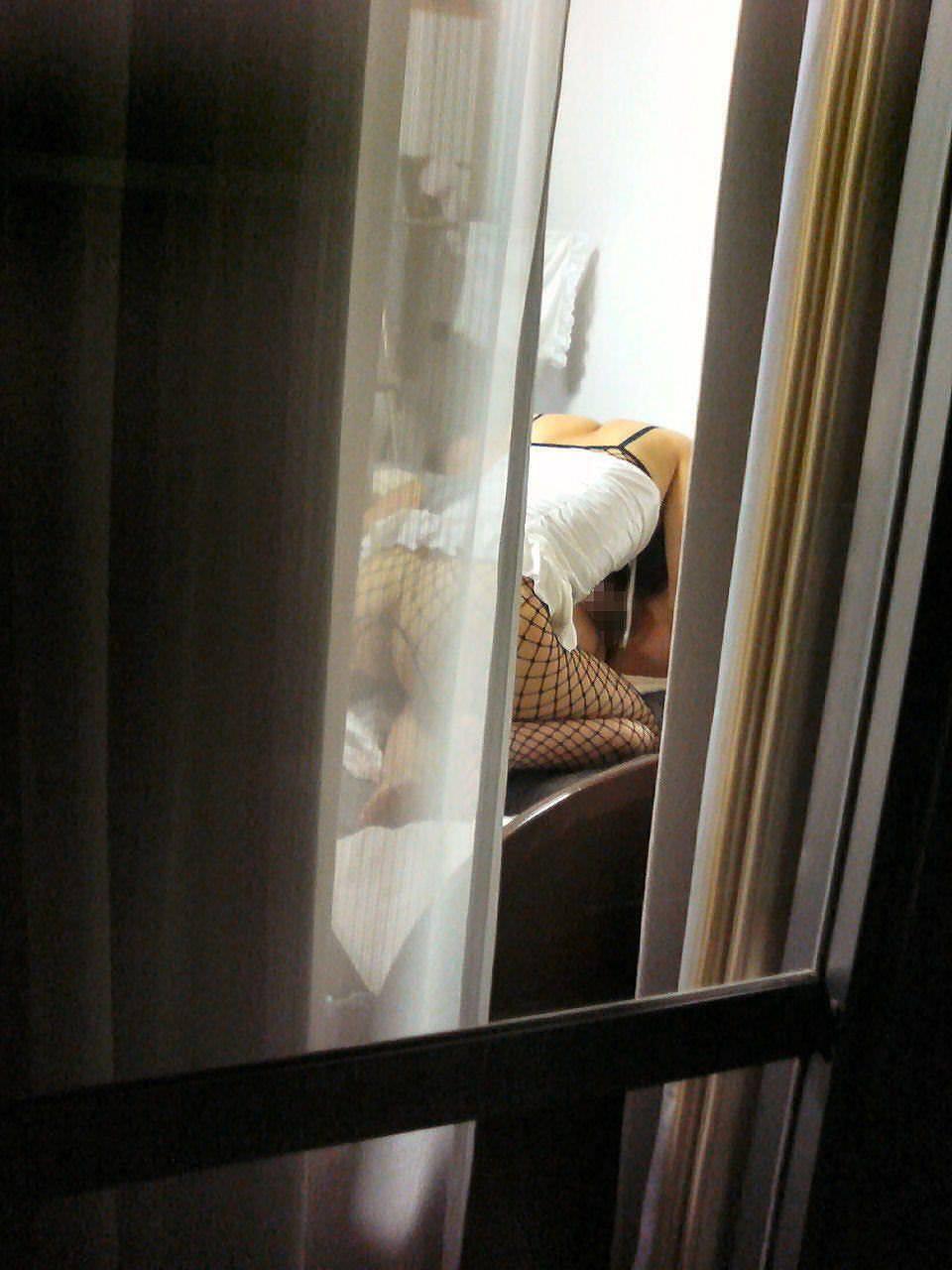 近所に住む女子大生の部屋やお風呂を隠し撮りしたエロ画像 216
