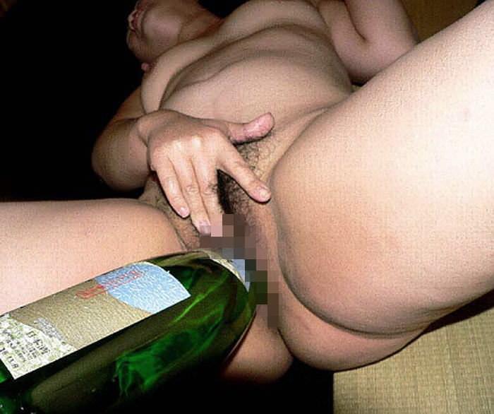 極太で気持よくなりたい素人の淫乱女が瓶をまんこにぶち込んでるオナニーエロ画像 2254