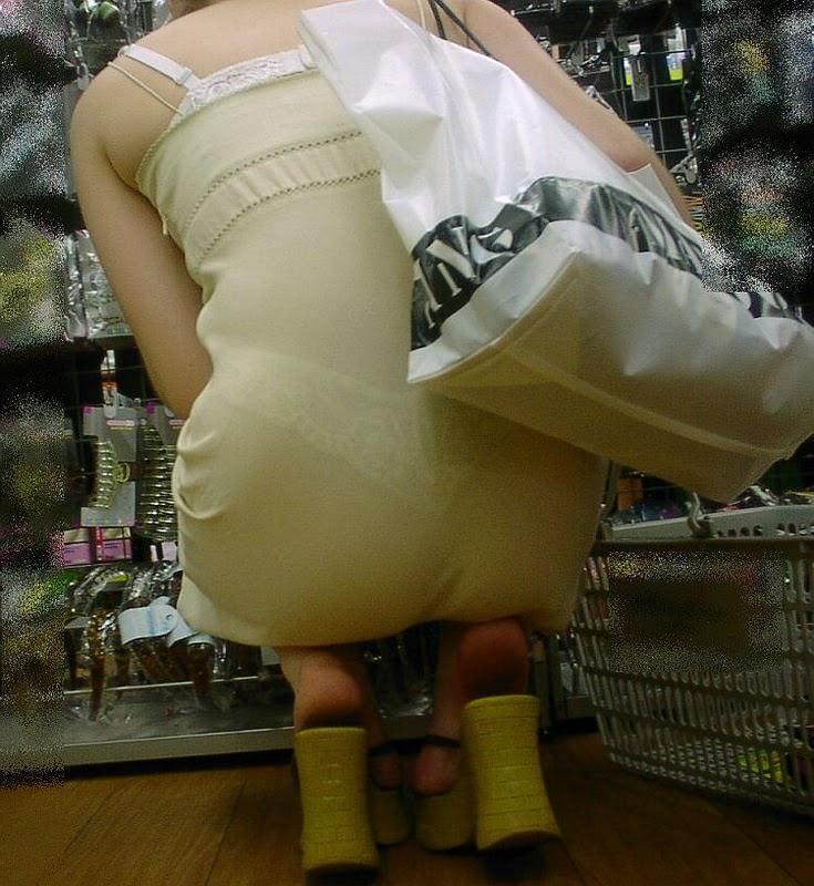 おパンティー透け透けのセクシーギャルを街撮りした透けパンチラエロ画像 231