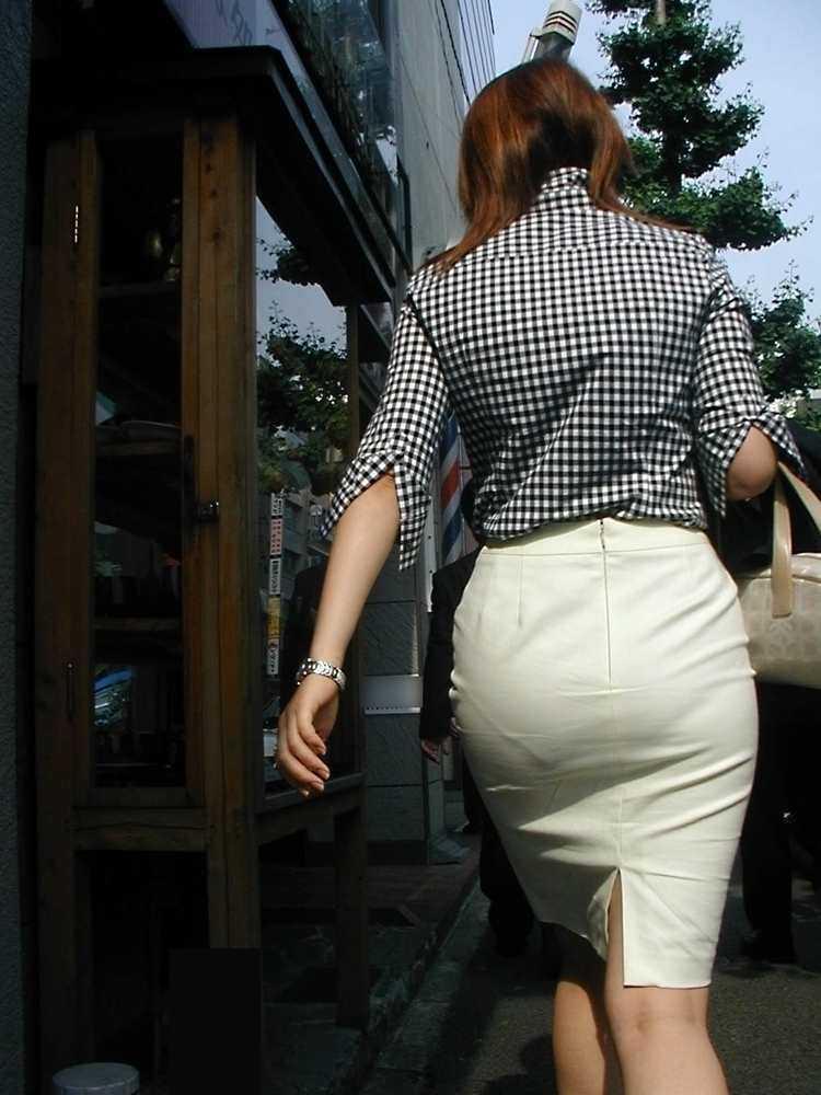 パンツやスカートが白いからパンティーモロ透け!素人の街撮りエロ画像 2627