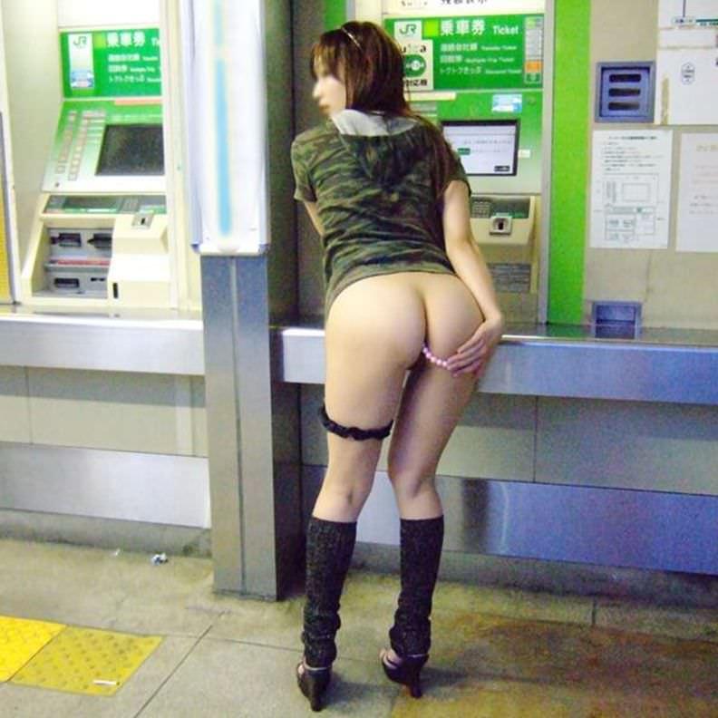 素人の鉄子が露出性癖を発症した結果 → 駅のホームですっぽんぽんワロタwwwwwエロ画像 2718