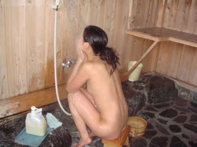 女体を洗う素人女子のエロ画像 3