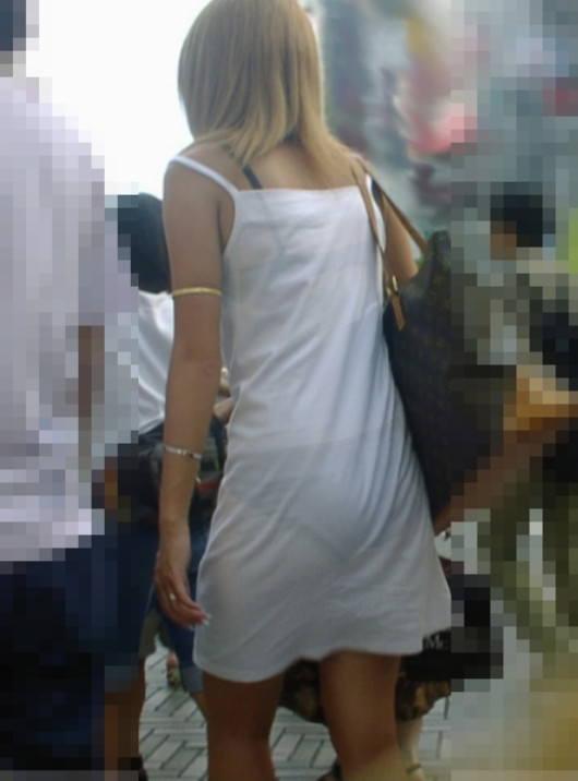 おパンティー透け透けのセクシーギャルを街撮りした透けパンチラエロ画像 32