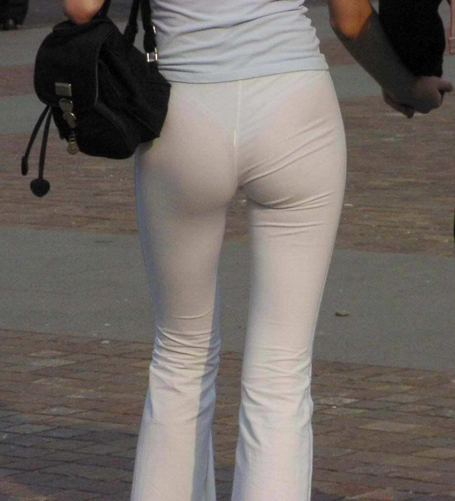 パンツやスカートが白いからパンティーモロ透け!素人の街撮りエロ画像 3312