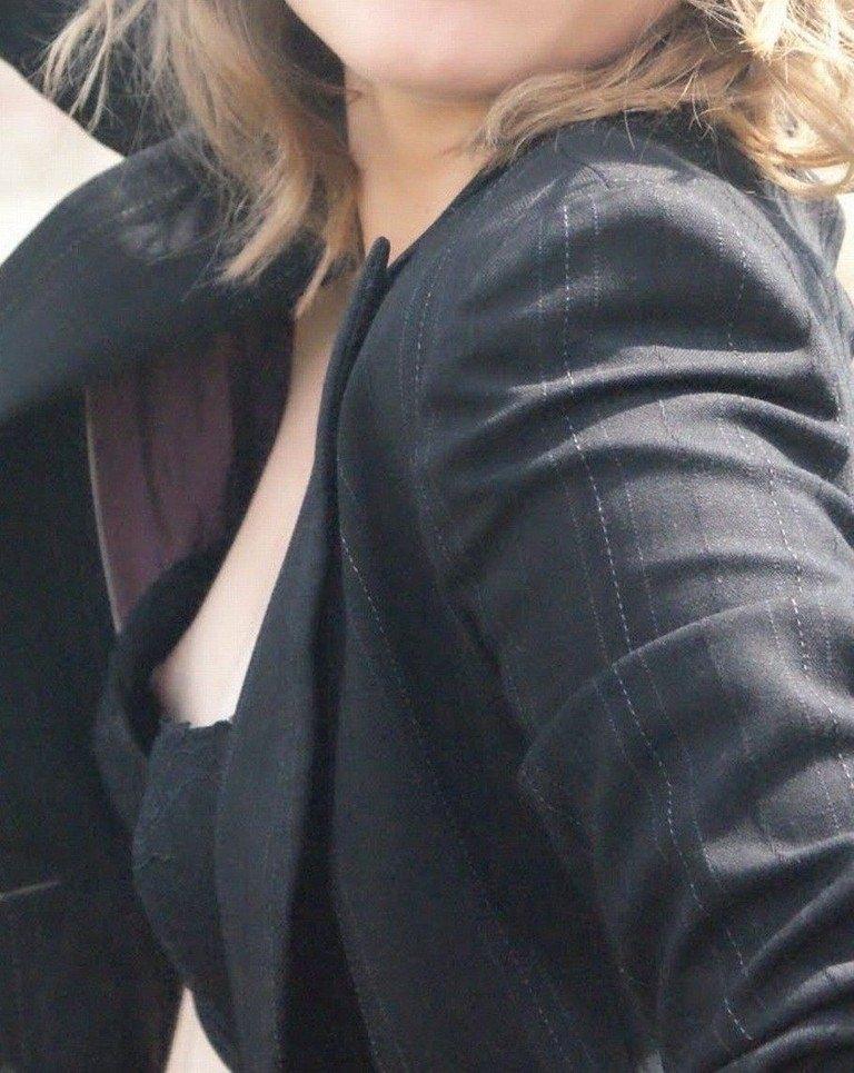 素人の乳首見えちゃってる胸チラのエロさは異常wwwwwエロ画像 3511