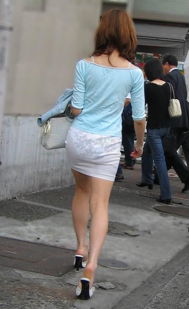 おパンティー透け透けのセクシーギャルを街撮りした透けパンチラエロ画像 42