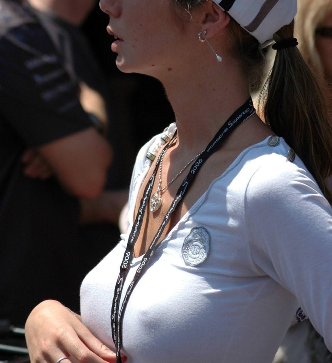 旦那の趣味で透け乳首プレイされてる人妻たちの街撮り素人エロ画像 5112