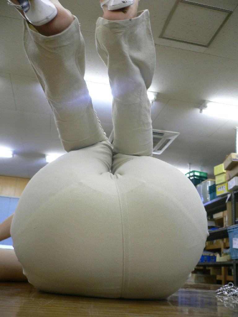 パンツやスカートが白いからパンティーモロ透け!素人の街撮りエロ画像 561