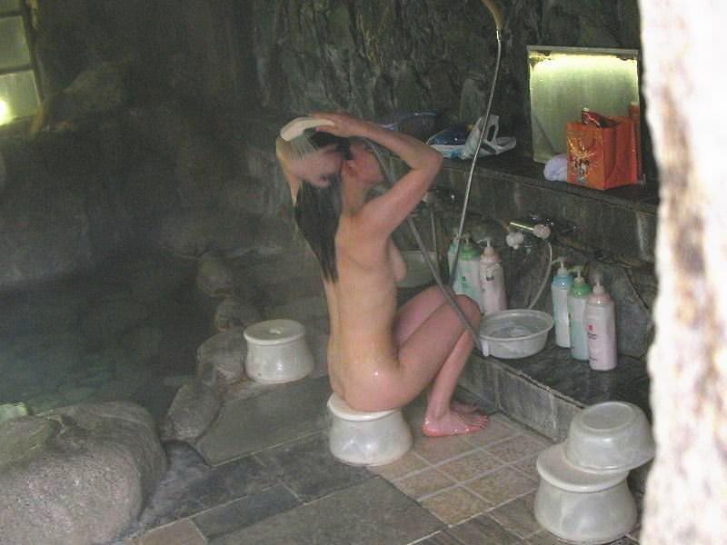 女体を洗う素人女子のエロ画像 6
