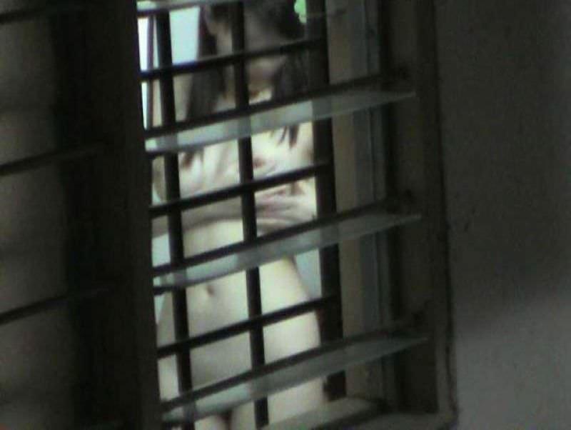 近所に住む女子大生の部屋やお風呂を隠し撮りしたエロ画像 66