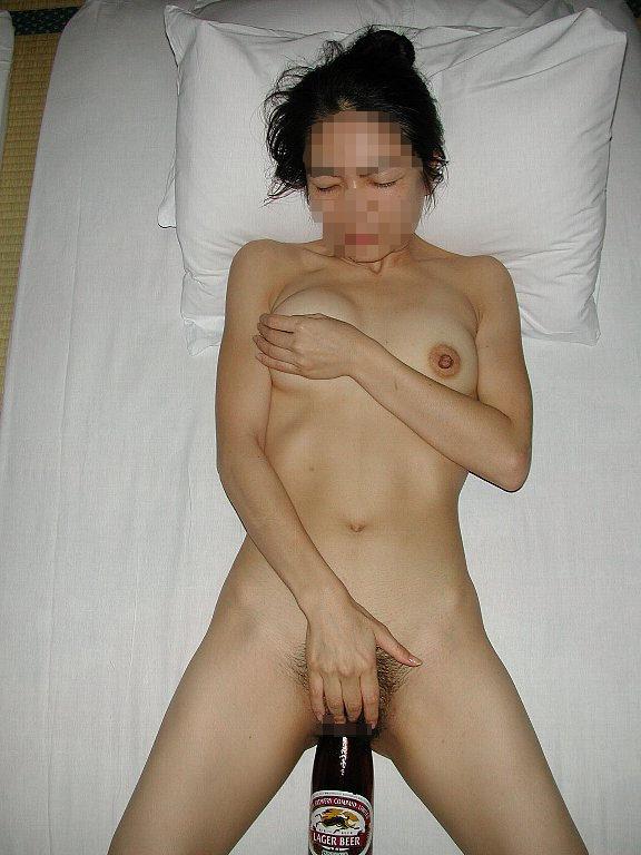 極太で気持よくなりたい素人の淫乱女が瓶をまんこにぶち込んでるオナニーエロ画像 683