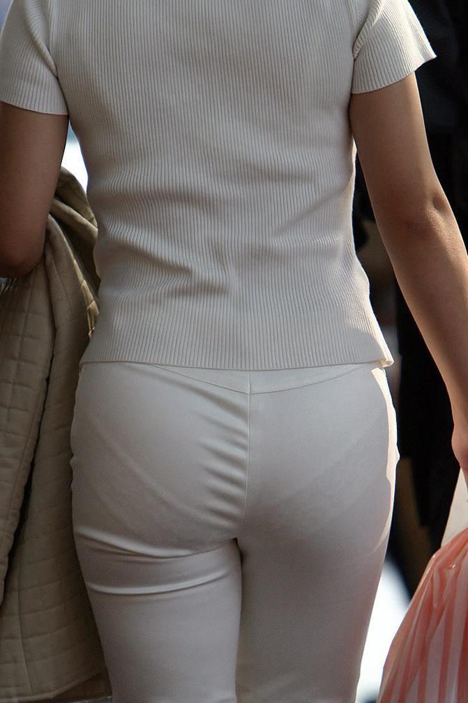 パンツやスカートが白いからパンティーモロ透け!素人の街撮りエロ画像 861
