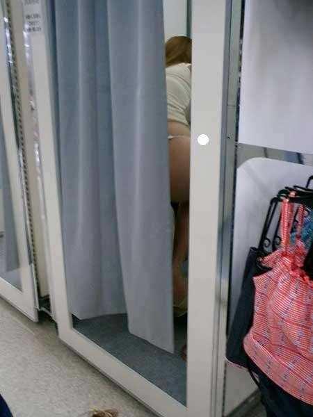 脱衣所でお着替え中の素人女子wwwwwナイス隠し撮りwwwwwエロ画像 946