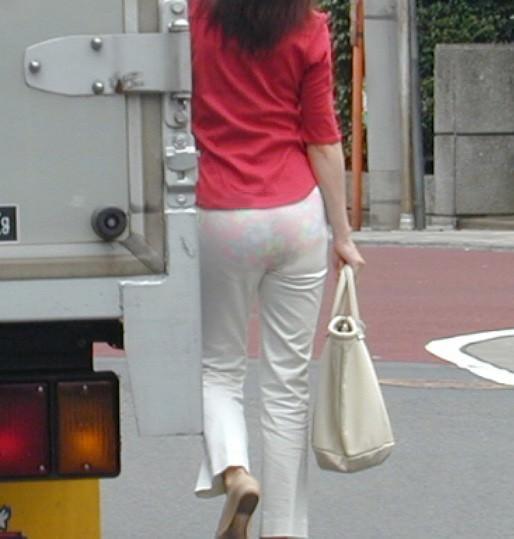 パンツやスカートが白いからパンティーモロ透け!素人の街撮りエロ画像 961
