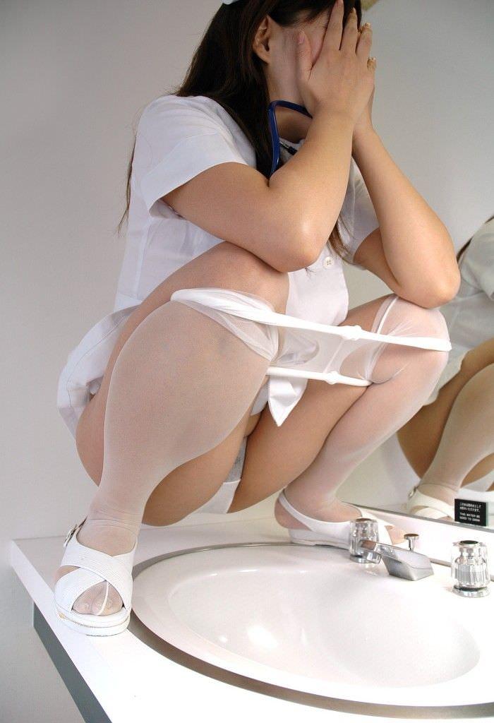 白衣の天使ナースのコスプレが性的興奮を呼び覚ますエロ画像 998