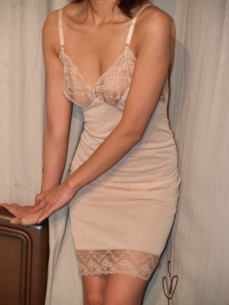 不倫中の素人妻の下着姿wwww育ちすぎた熟女の体がエロ過ぎるwwwwwエロ画像 1071