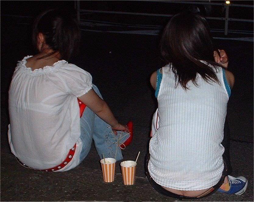 透けブラの季節の街撮りはサイコーーー!勃起不可避でやり場に困るwwww素人エロ画像 109