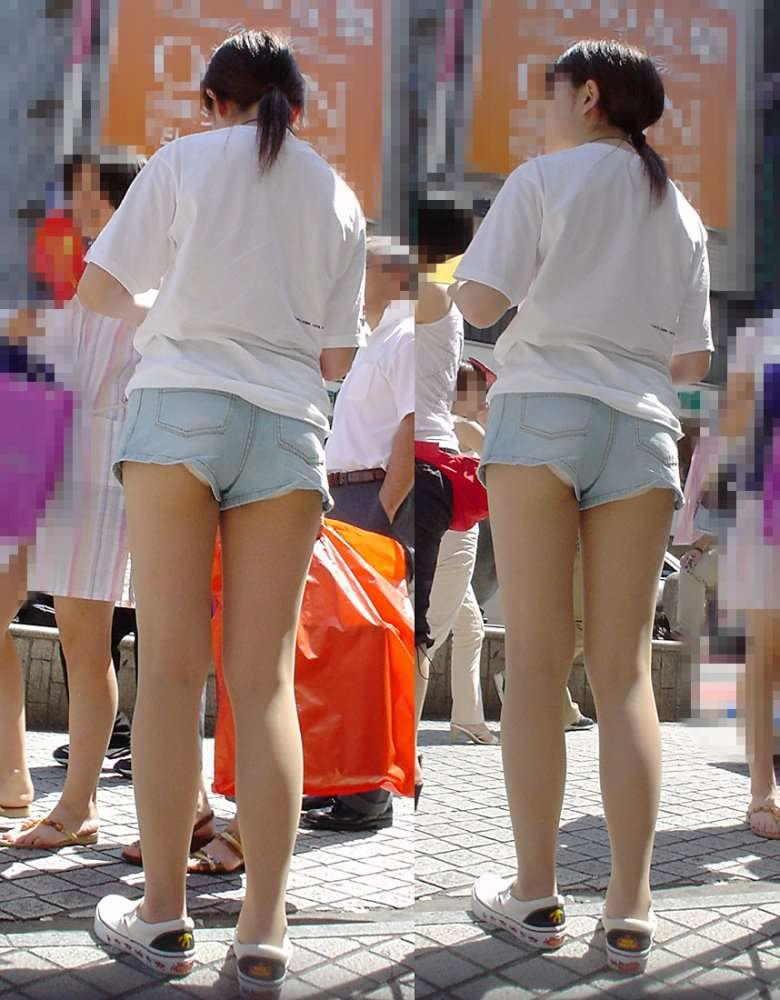 すべすべした太ももが露出するホットパンツ女子の街撮り素人エロ画像 11129