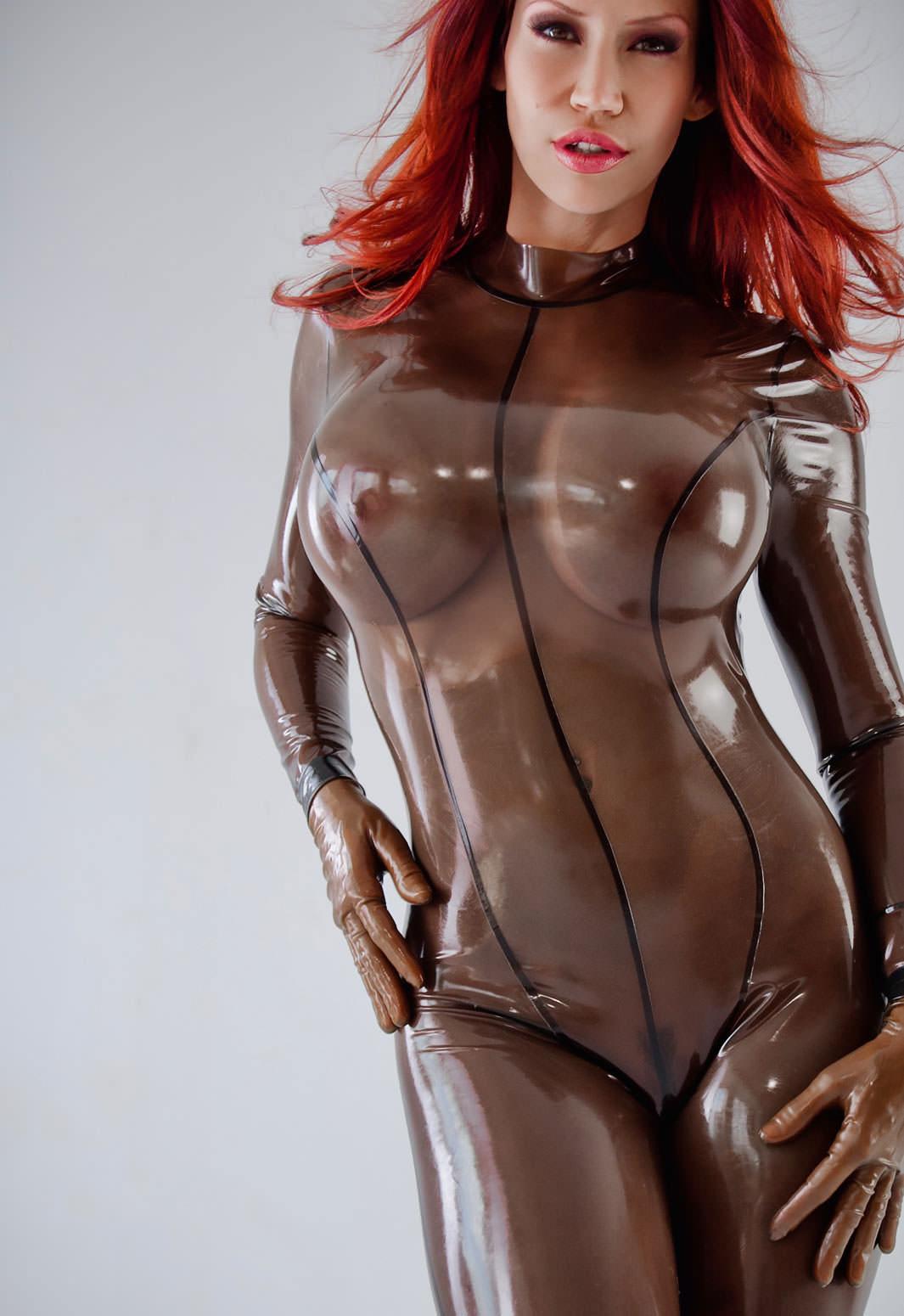 ラバースーツに拘束された海外美女のコスプレSMエロ画像 11131