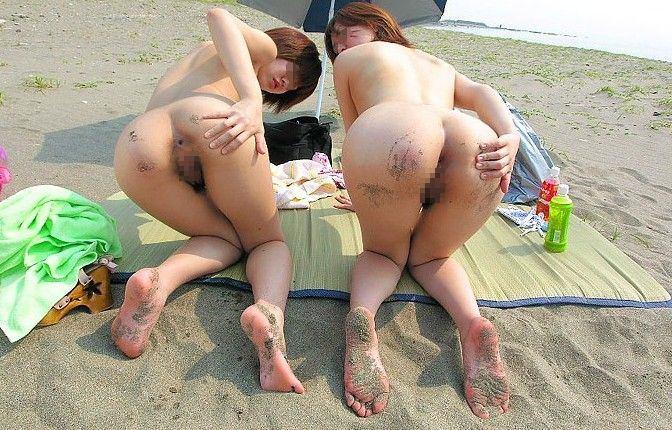 当然海で遊ぶときは全裸でしょwwwド変態すっぽんぽん女の露出素人エロ画像 1122