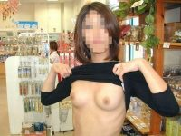 通報されるリスクを背負っても辞められないスーパーで露出する変態素人女のエロ画像