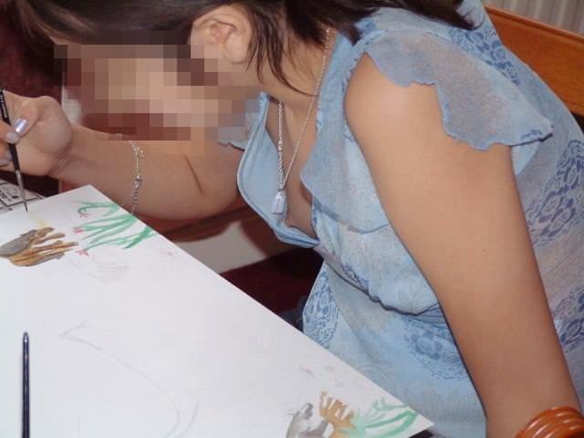 大学の素人の女友達の乳首がポロリしてた時の胸チラの興奮はヤバすぎwwwwwwエロ画像 1208