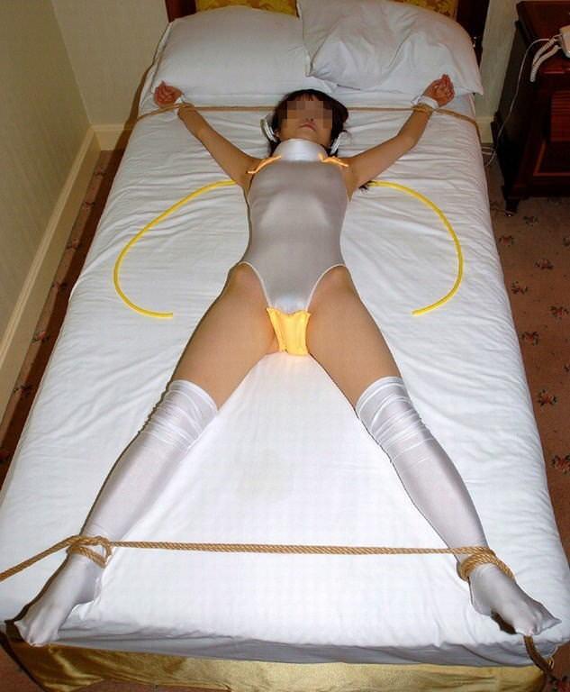 女を調教する為に両手両足を拘束して自由を奪ったSMエロ画像 12106