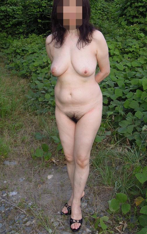 セックスし過ぎで飽きちゃった熟女www性的興奮を野外に求める人妻たちの露出素人エロ画像 1236