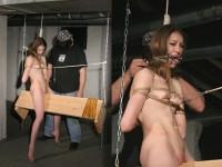 三角木馬で調教されてる美女がガチ絶叫wwwwの拷問SMエロ画像