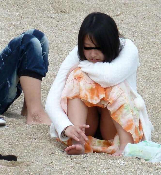 色んなシチュエーションで無防備な下半身を晒す素人女の太ももをちゃっかり撮っちゃいましたwwwwww 13139