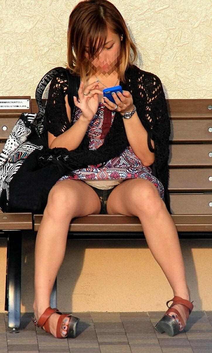 色んなシチュエーションで無防備な下半身を晒す素人女の太ももをちゃっかり撮っちゃいましたwwwwww 13148